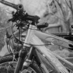 Fahrrad s/w im Schuppen